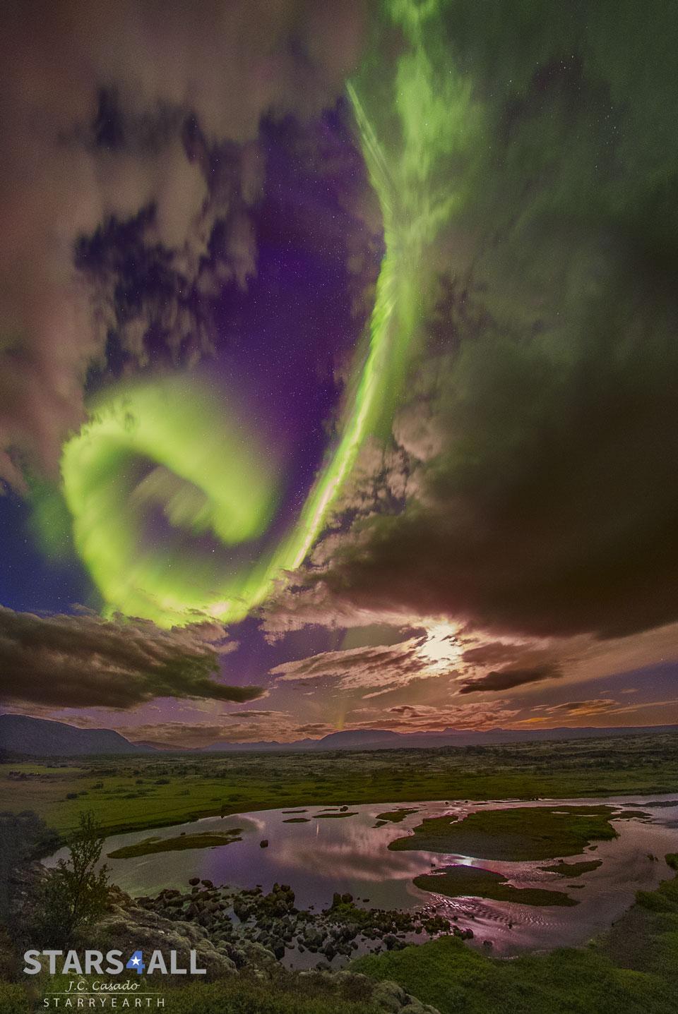 Aurora sobre una falla en Islandia