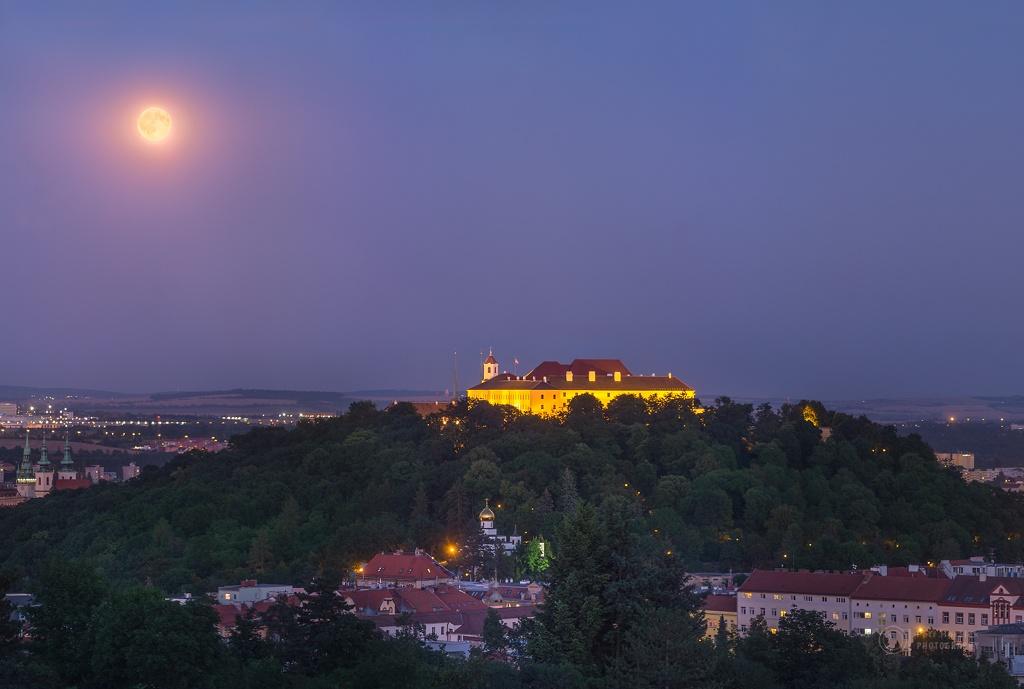Luna llena sobre Brno