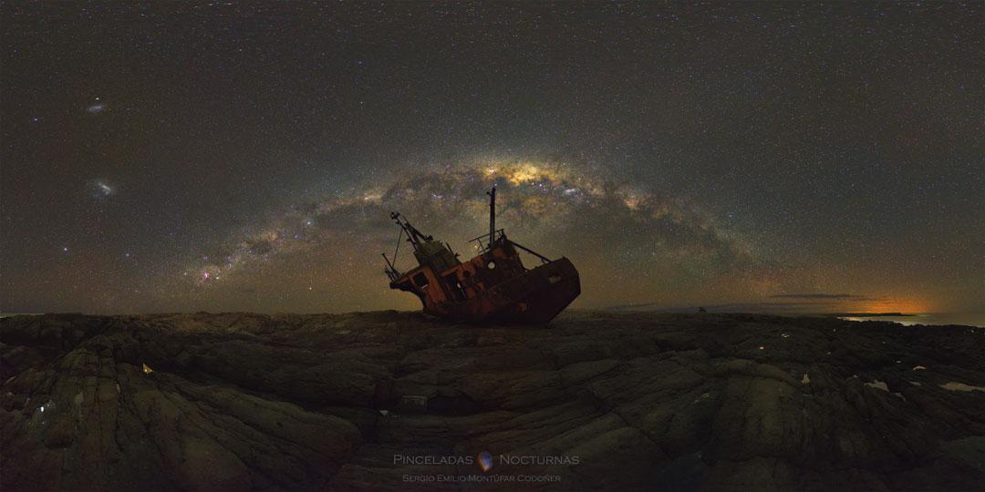 Vía Láctea sobre naufragio