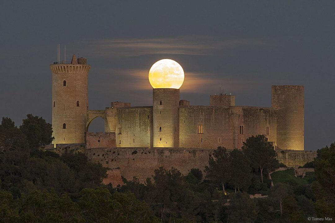 SuperLuna sobre un castillo español SupermoonCastle_Mas_1080