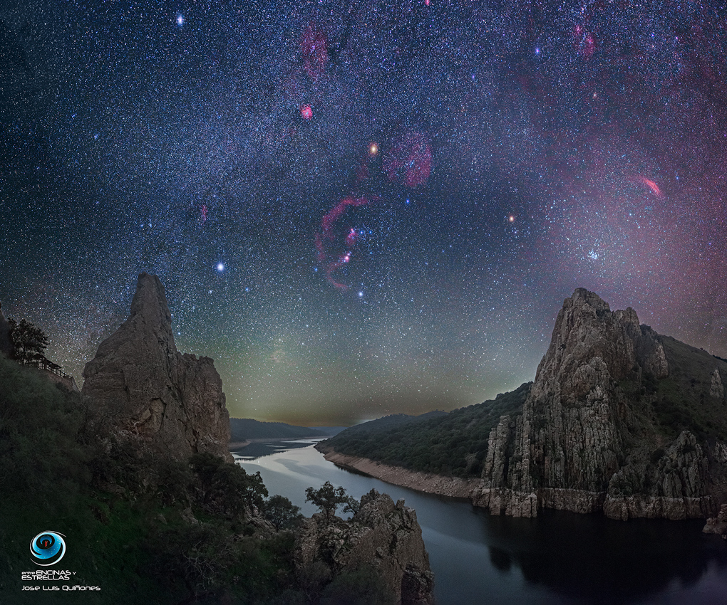 [ASTRONOMIA]   a Dark Winter Sky over Monfragüe National Park in Spain