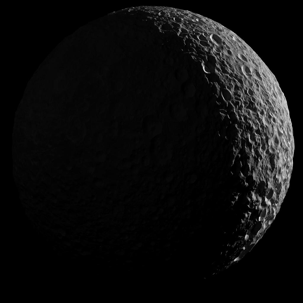 Mimas bajo la luz de Saturno