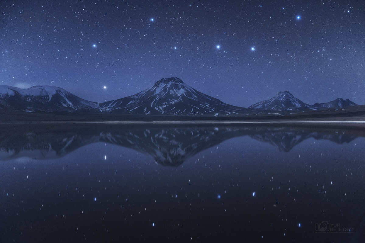[ASTRONOMIA]   Moons and Jupiter Big Dipper Above and Below Chilean Volcanoes