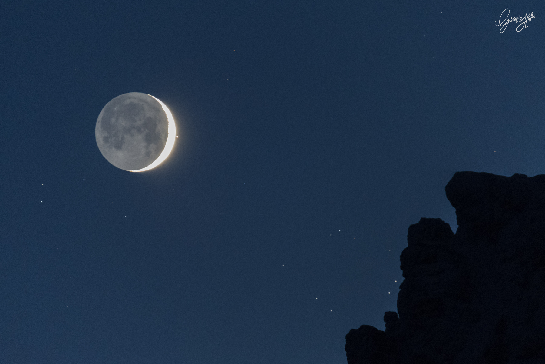 [ASTRONOMIA]   the Bull's Eye and the Young Moon