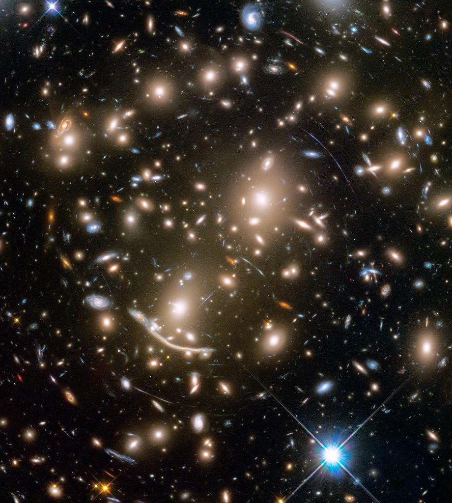 Cúmulo de galaxias Abell 370 y más allá