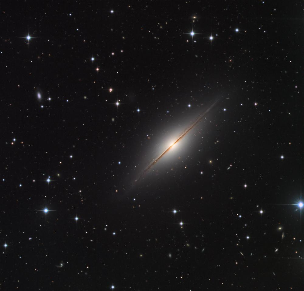 NGC 7814: El Pequeño Sombrero en Pegaso