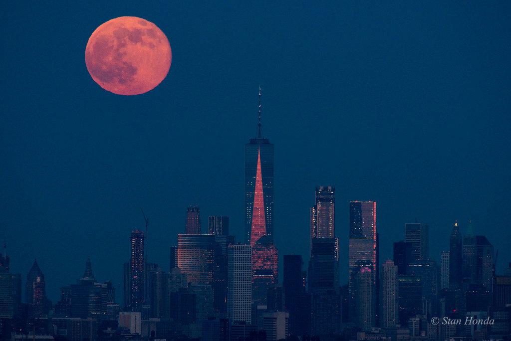 Salida de la luna de Manhattan