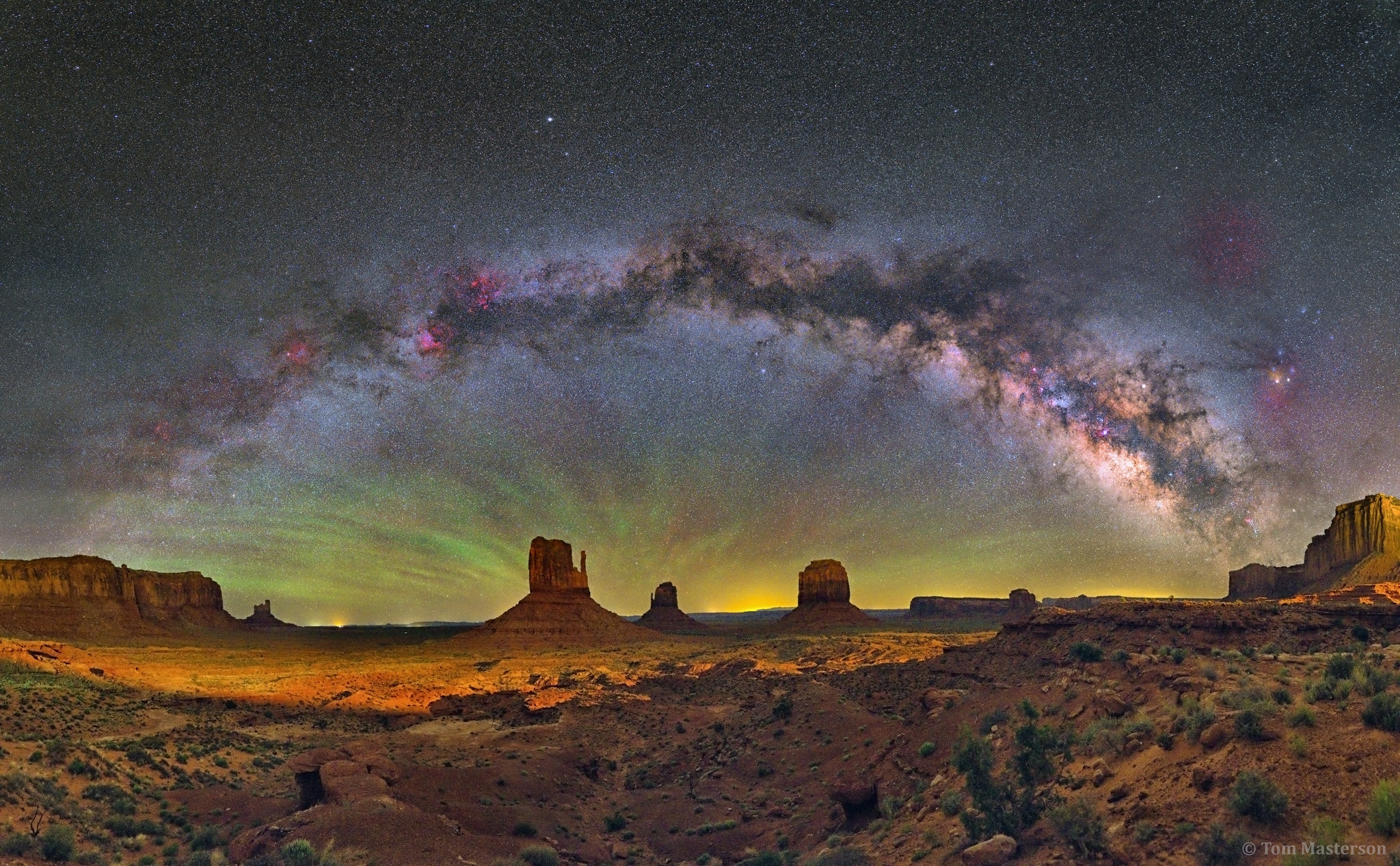 apod 2017 july 26 the milky way over monument valley