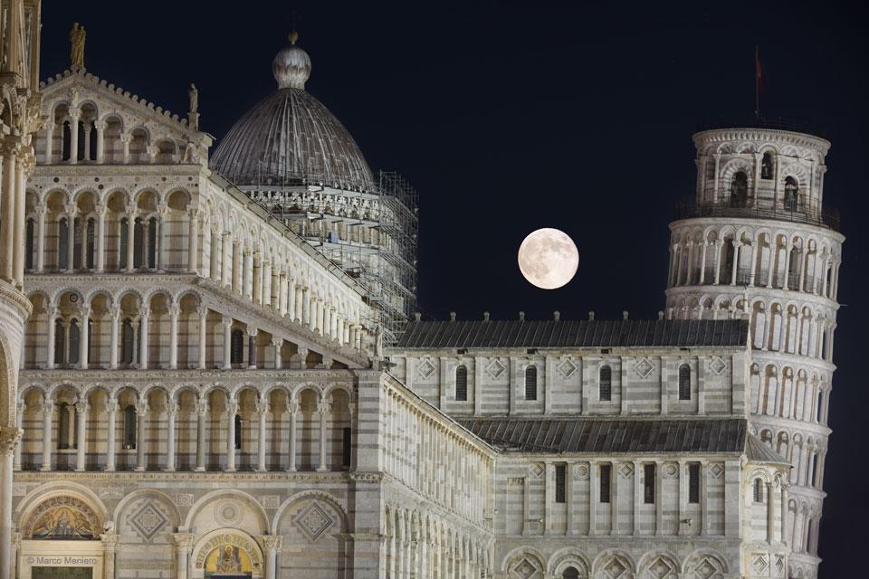 Luna sobre Pisa