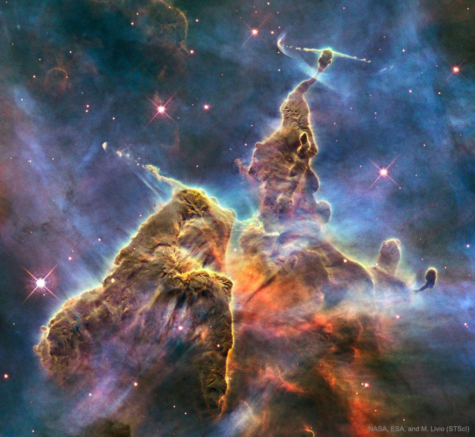 Montañas del polvo en la nebulosa de Carina