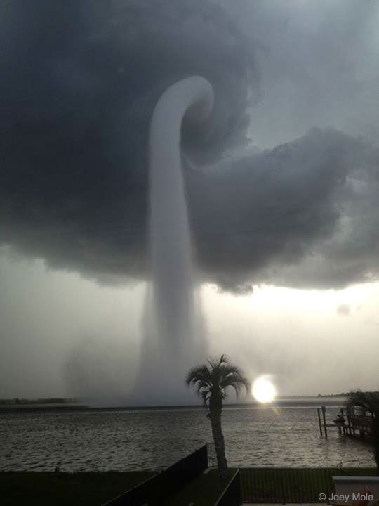 APOD: 2017 September 3 - A Waterspout in Florida