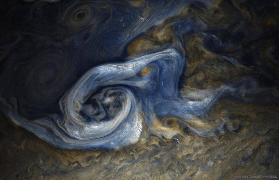 034 - NOVEMBAR - 2017. SpiralCloud_Juno_960