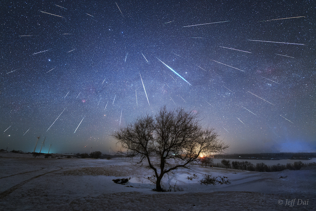 035 - DECEMBAR - 2017. GeminidMeteorShowerOverChina-Dai1024