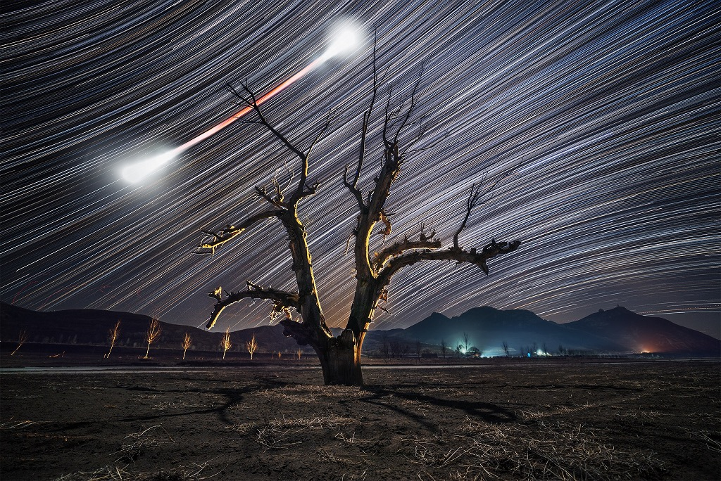 Pajarita lunar y senderos de estrellas