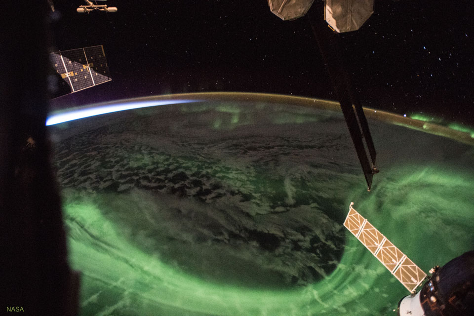 AuroraSunrise_ISS_960.jpg