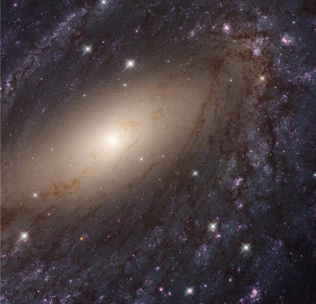 040 - MAJ - 2018. STSCI-H-p1827h-NGC6744_1024x925