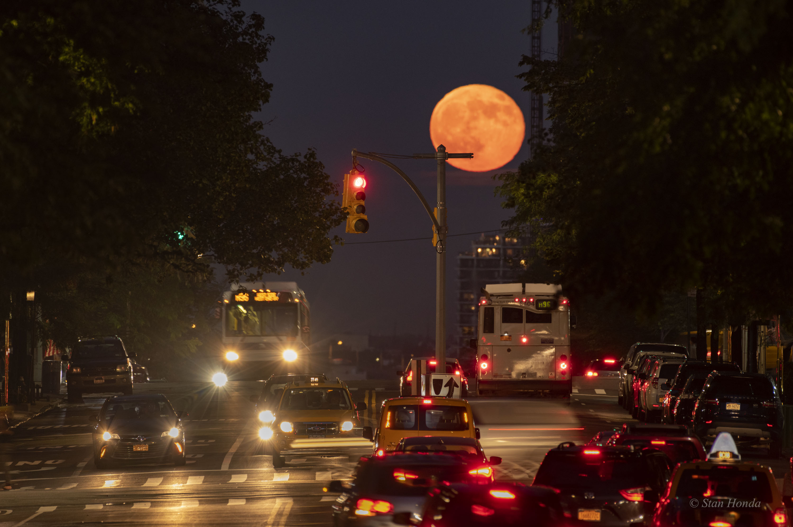 [ASTRONOMIA]   The East 96th Street Moon