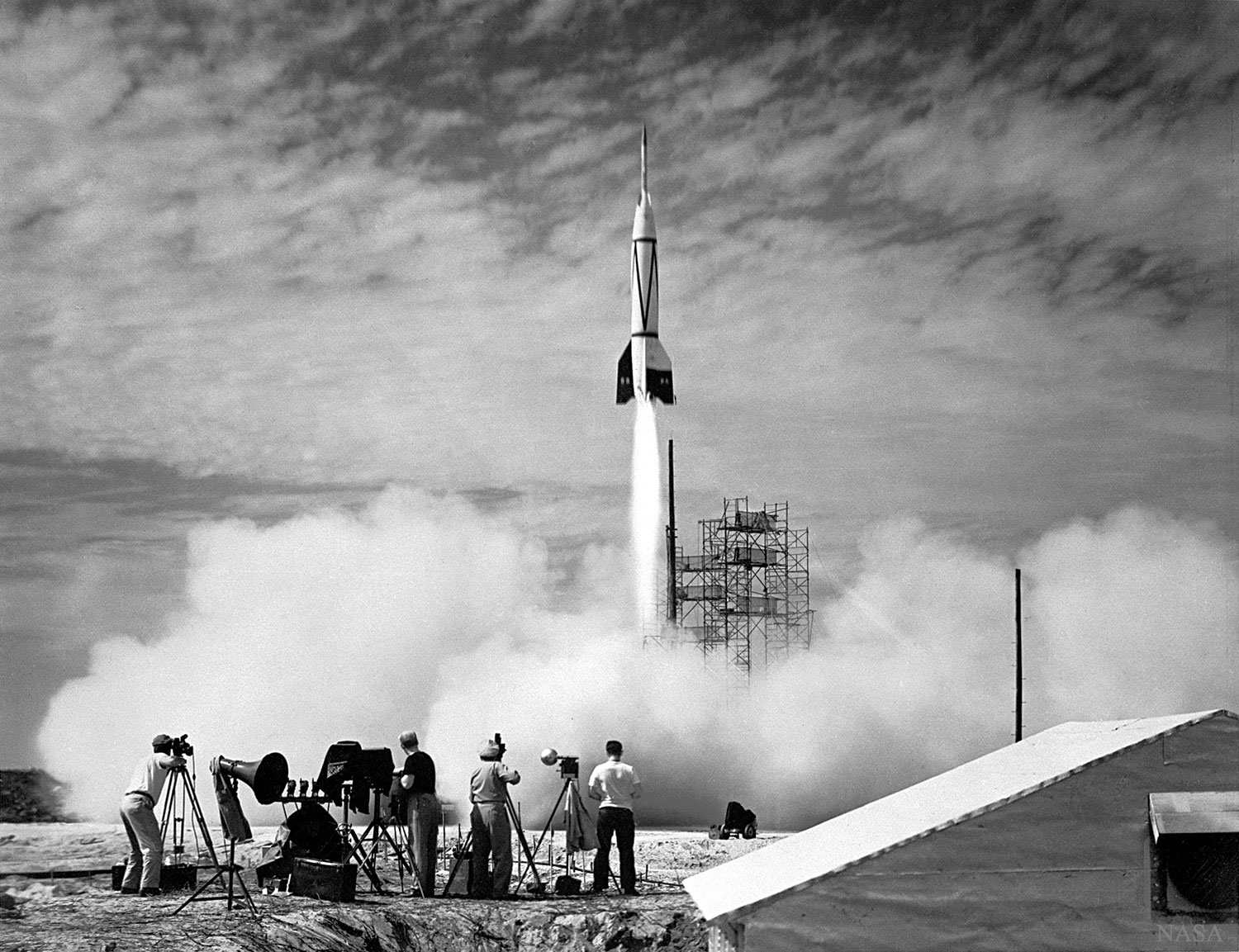 [ASTRONOMIA]   The First Rocket Launch from Cape Canaveral