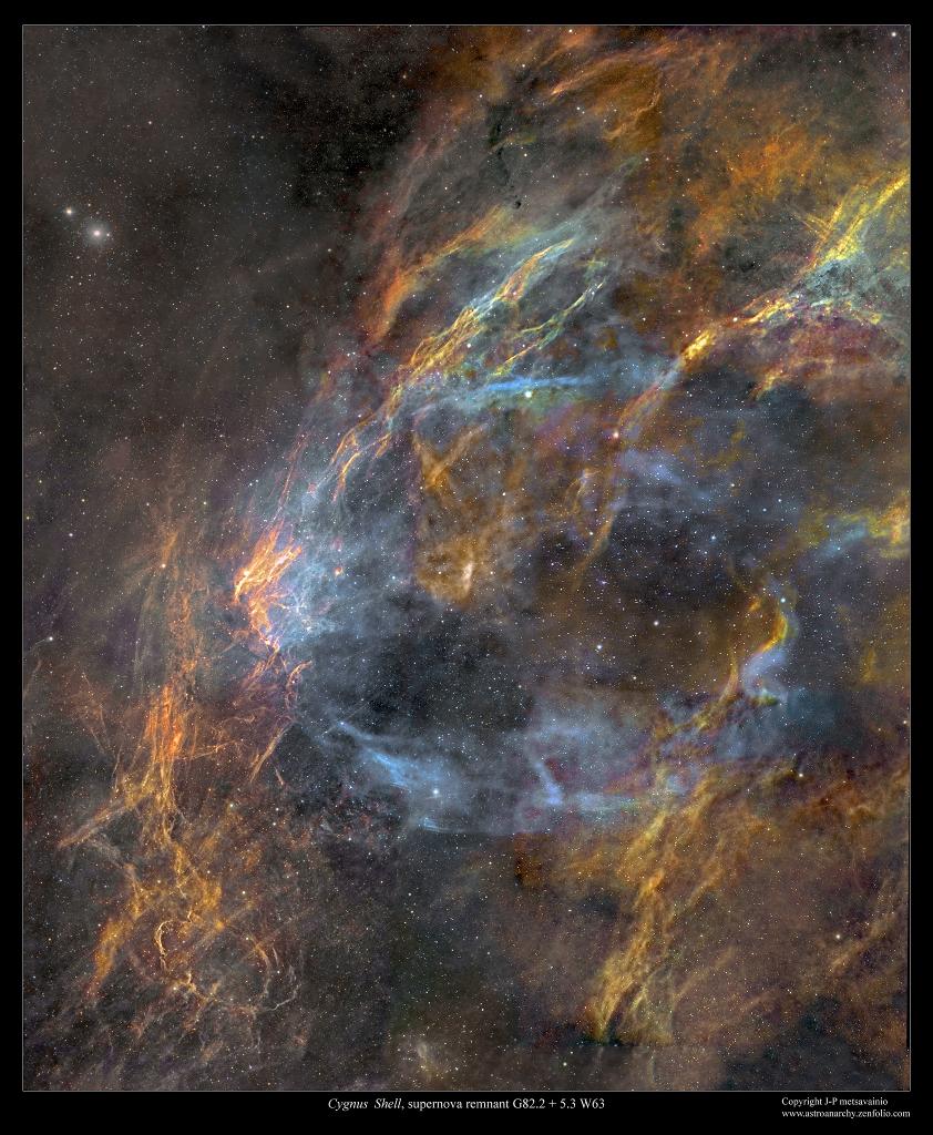 Zbytek obálky supernovy W63 v Labuti