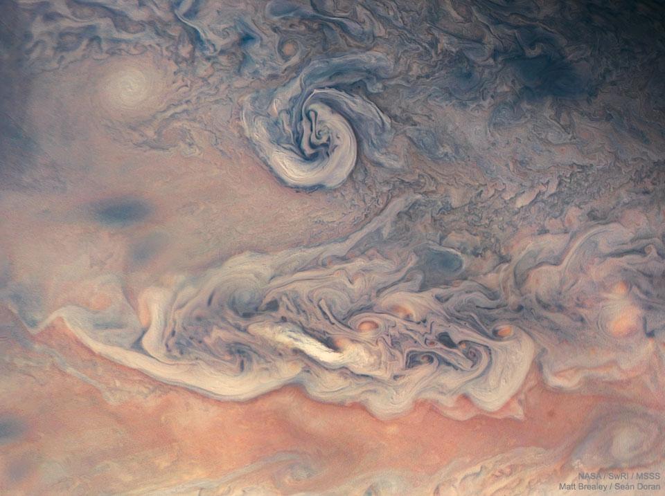 Remolinos y colores en Júpiter de Juno