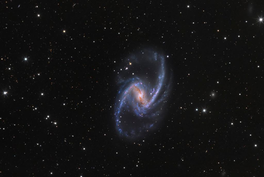 NGC 1365: Universo isla majestuoso