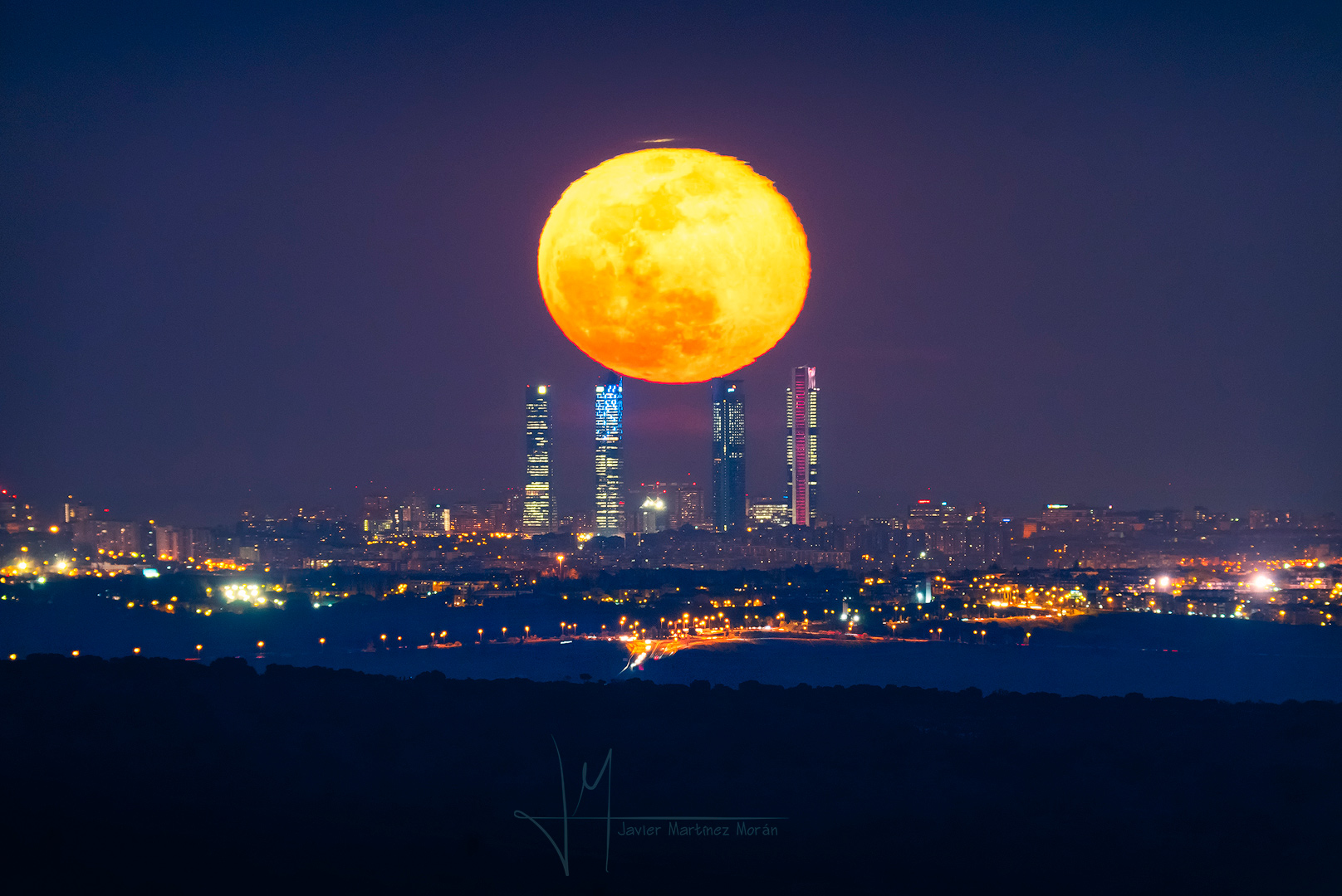 [ASTRONOMIA]   Four Towers and the Equinox Moon