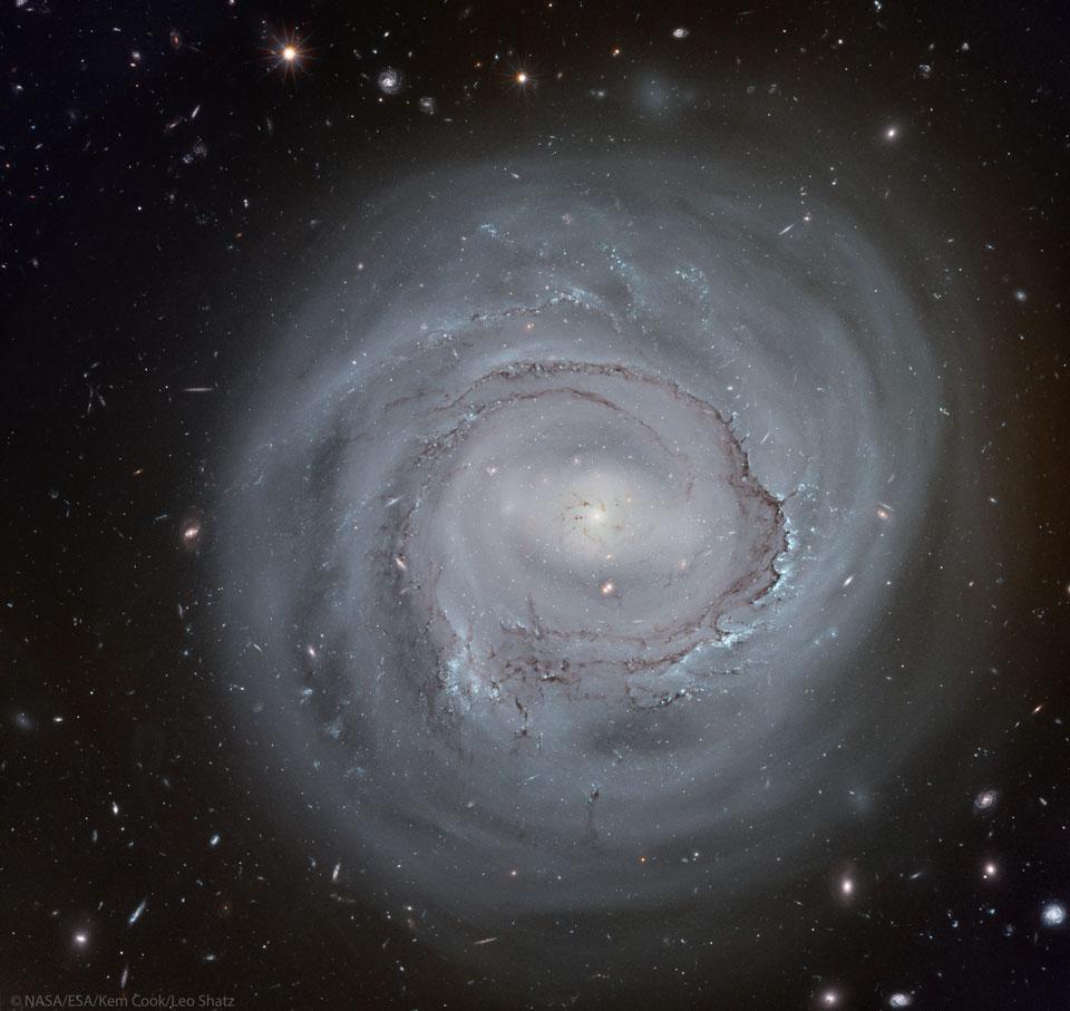 Espiral anémica NGC 4921 de Hubble
