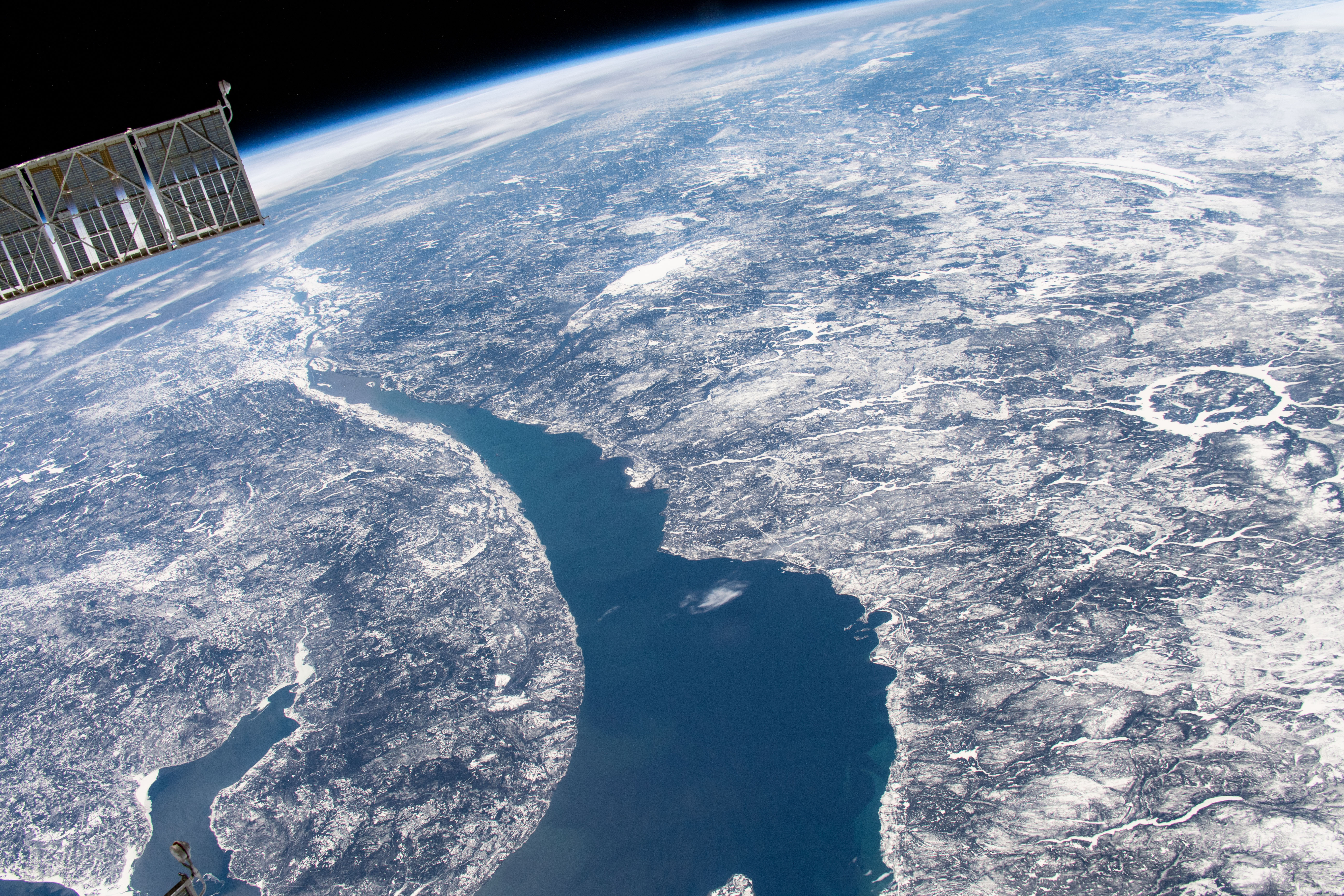 [ASTRONOMIA]   Manicouagan Impact Crater from Space