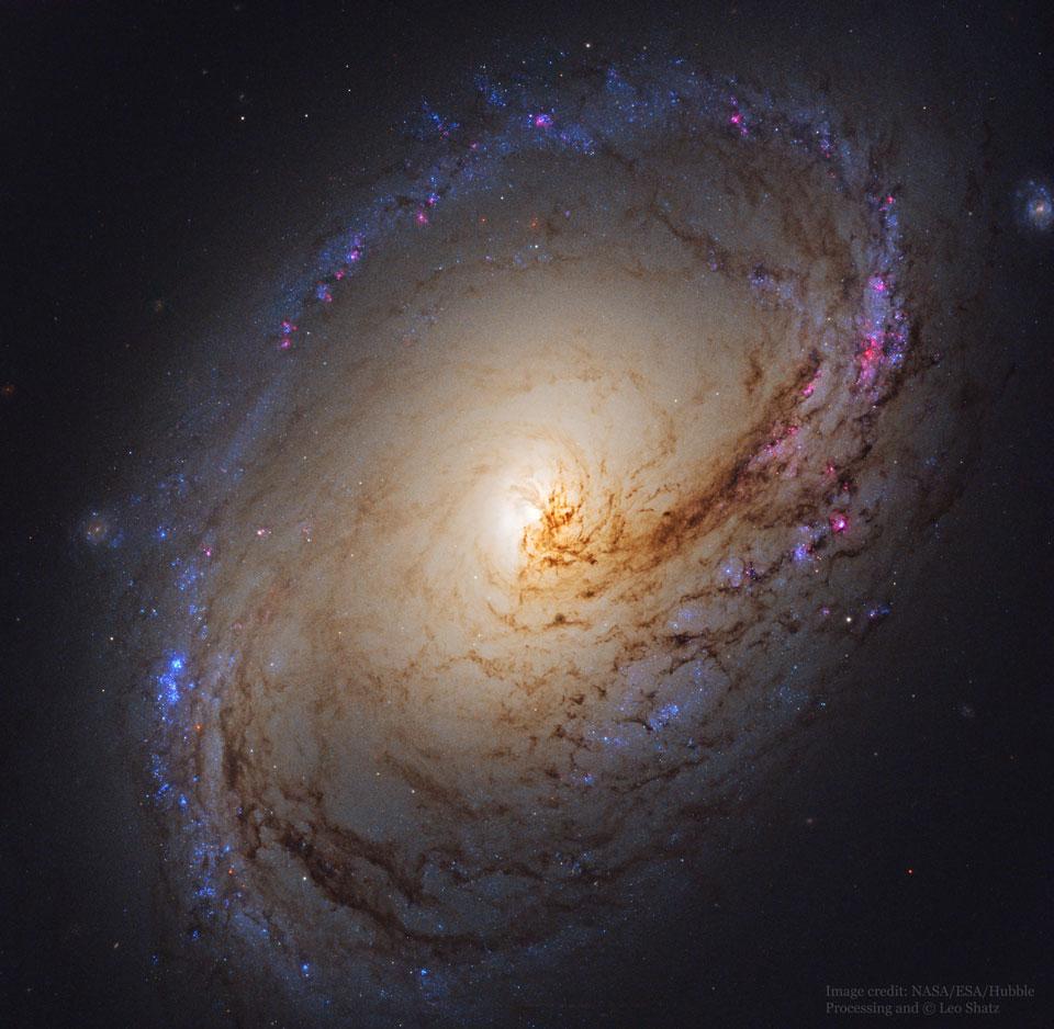 Spirální galaxie M96 z Hubbla