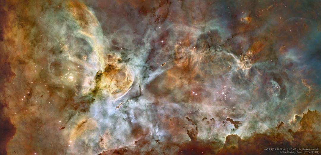 Panorama Mlhoviny v Lodním kýlu z Hubbla