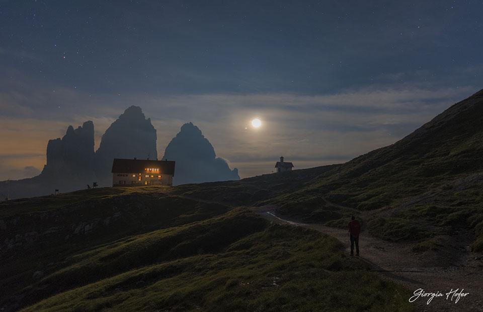 La luna y Júpiter sobre los Alpes