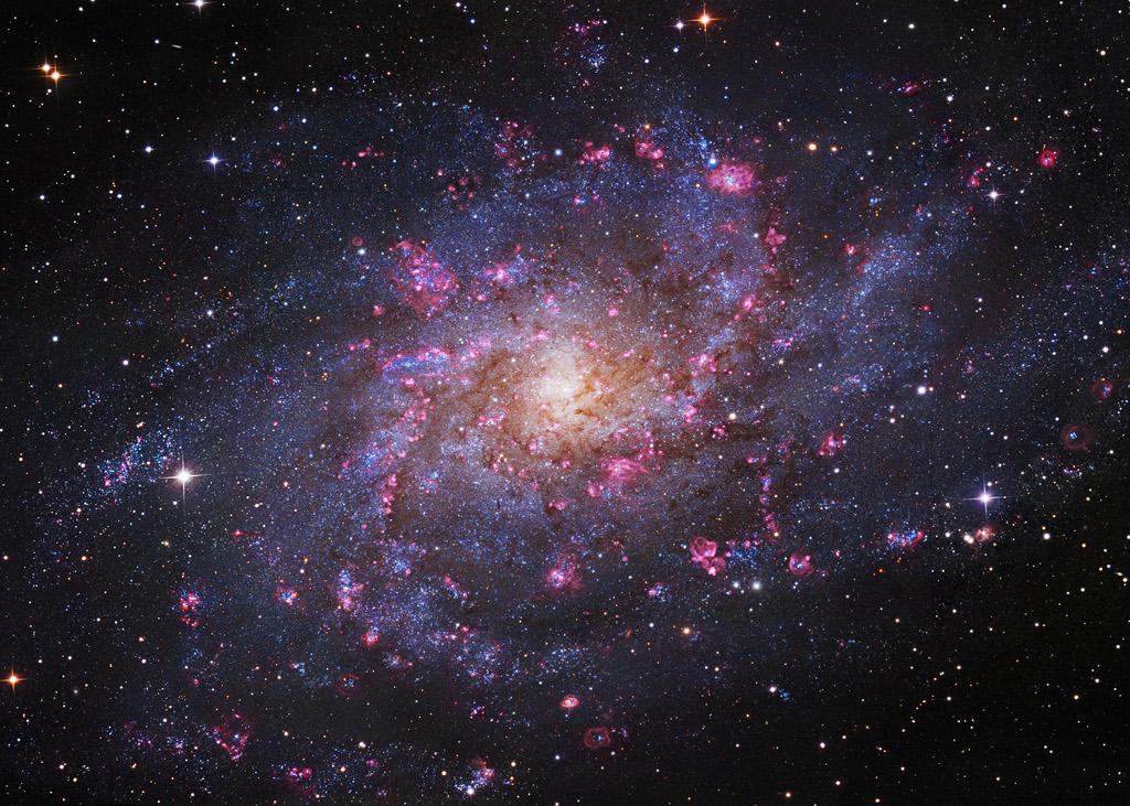 Las nubes de hidrógeno de M33
