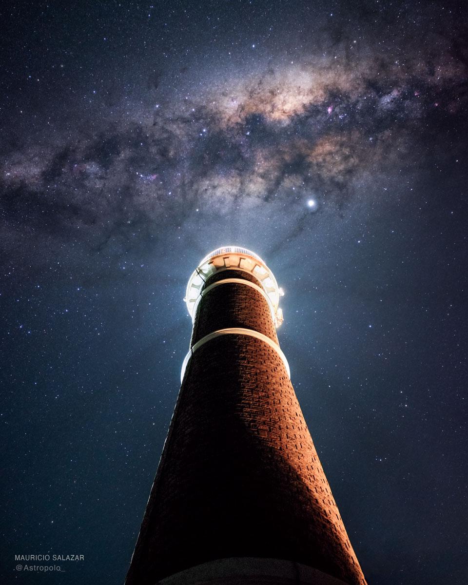 Mléčná dráha nad uruguayským majákem