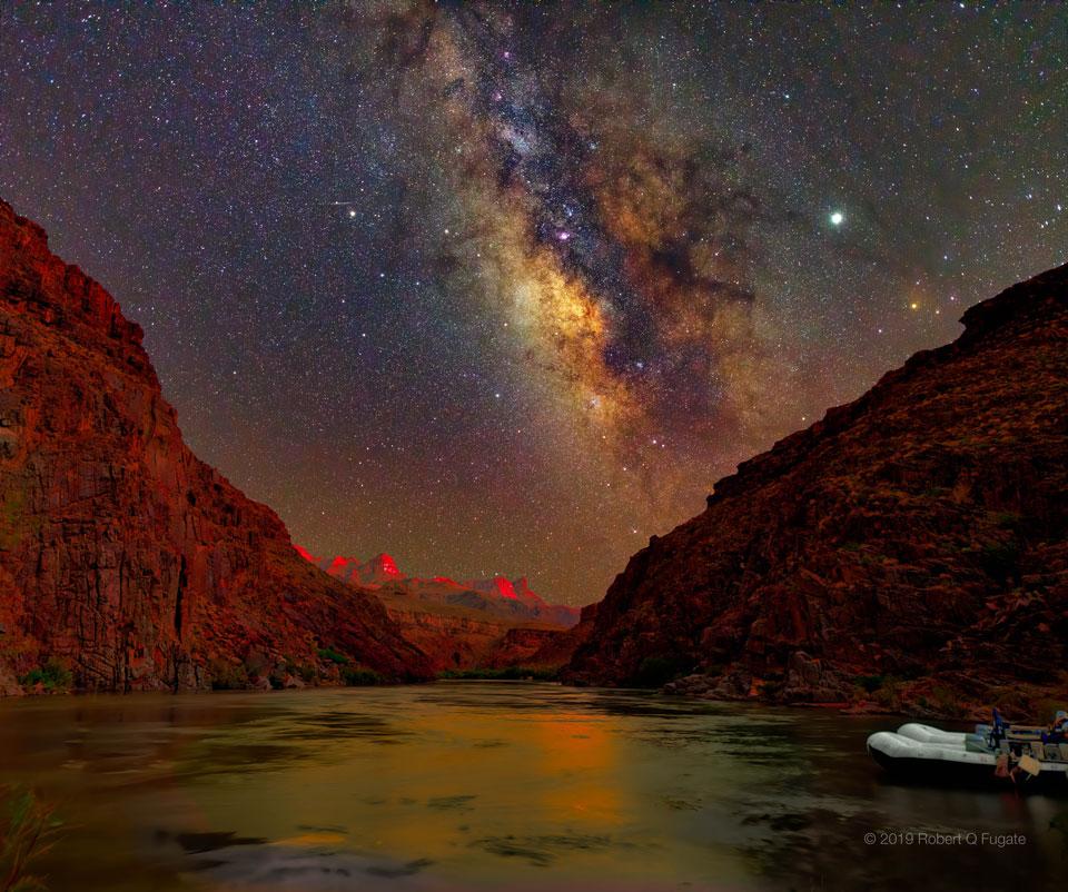 Noční obloha po západu Slunce nad Velkým kaňonem