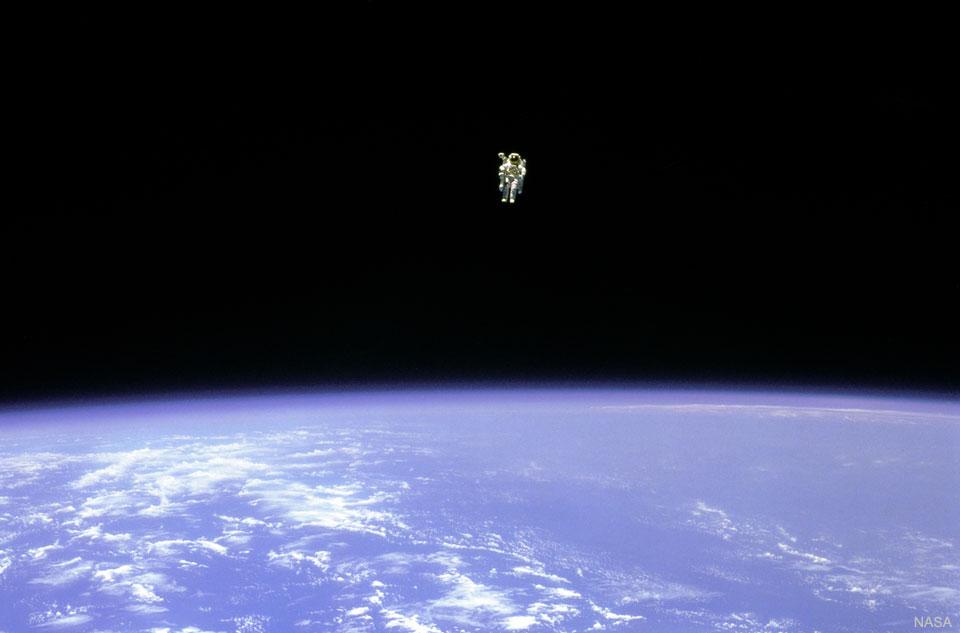 Volný let ve vesmíru