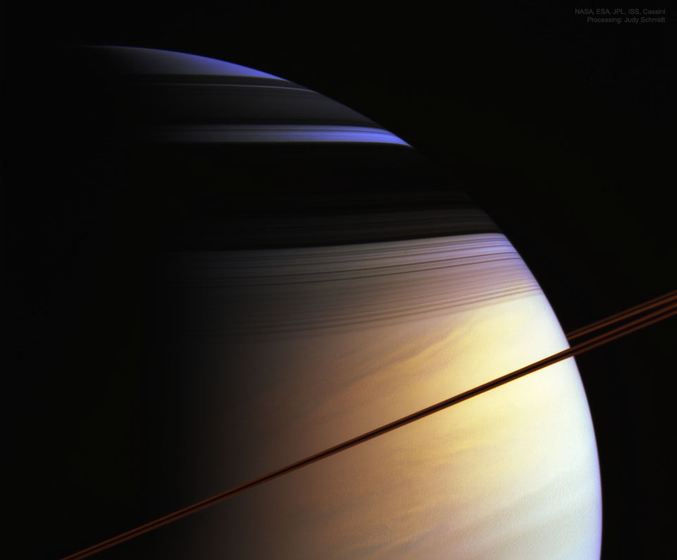 Barvy Saturnu ze sondy Cassini