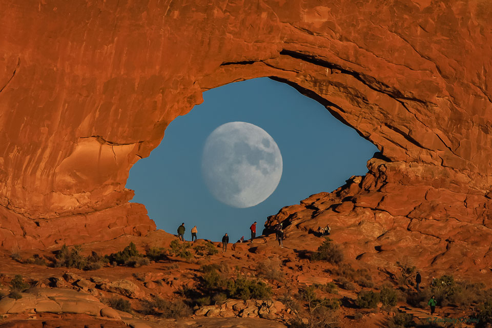 Oko Měsíce