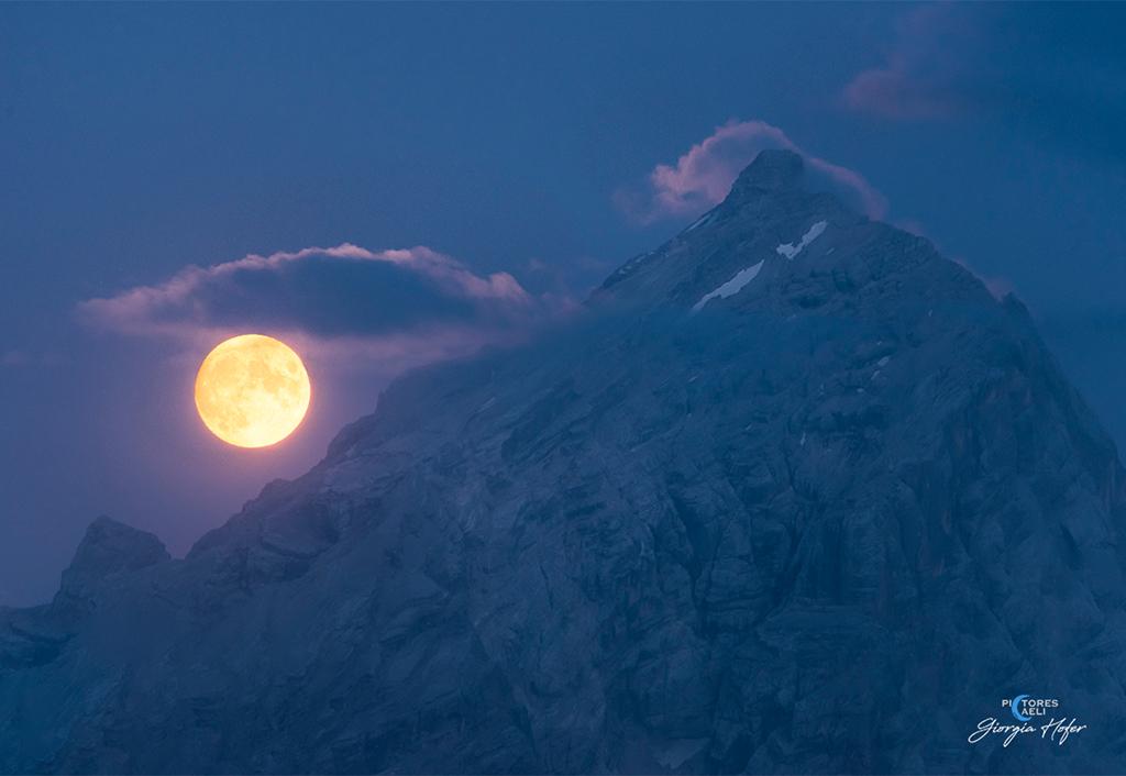 每日星空:蓝色的一小时满月