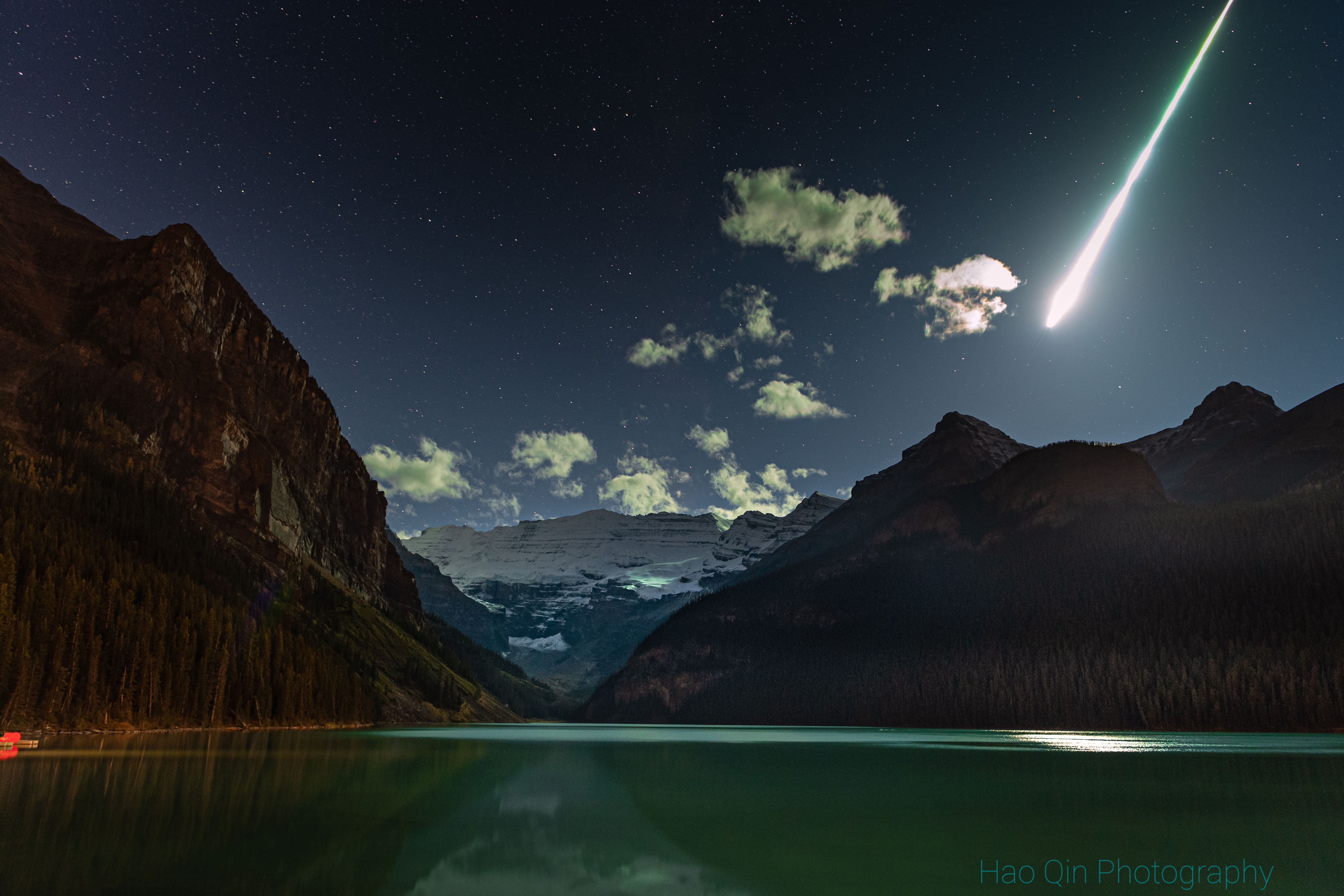 路易斯湖上空的火球