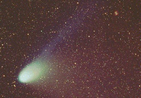 El Cometa Hale-Bopp y la Nebulosa Dumbbell