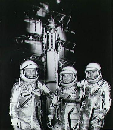 Astronautas del Mercurio y un Redstone