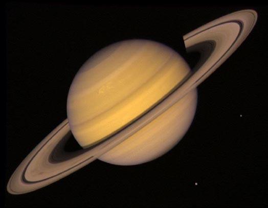 Saturno, anillos y dos lunas