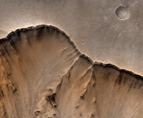 Marte: el borde de un cañón