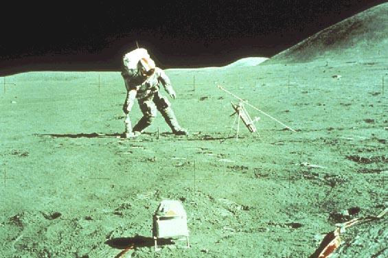 Astronauta marca un gol lunar