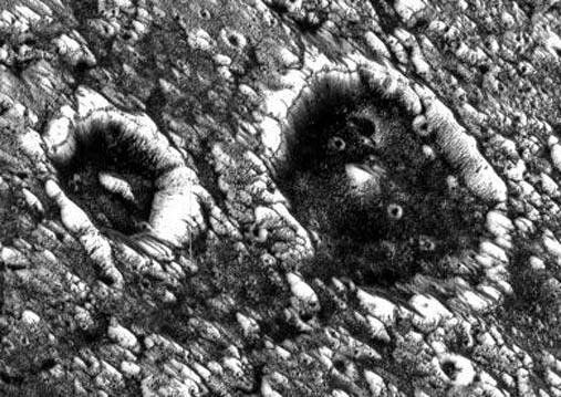Oscuros Cráteres en Ganímedes