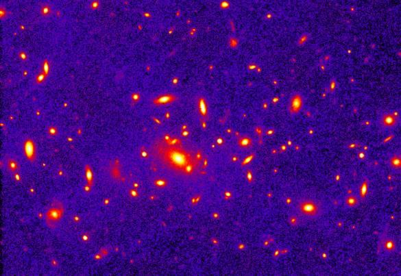 Un enorme cúmulo en un joven Universo