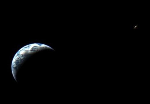 Nozomi: la Tierra y la Luna