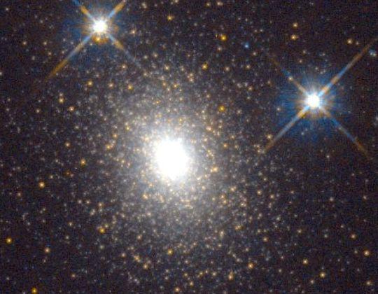 Un gigantesco cúmulo globular en M31