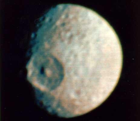 Mimas: una pequeña luna con un gran cráter