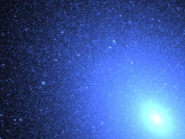 M32: Estrellas Azules en una Galaxia Espiral